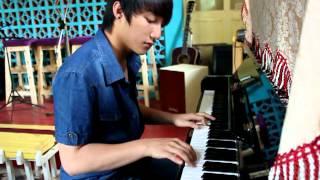 Sơn Tùng M-TP chơi piano (ver.1)