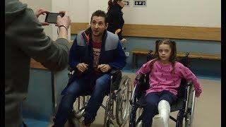 Nieodpowiedzialny ojciec zorganizował w szpitalu wyścig na wózkach inwalidzkich [Szpital odc. 779]