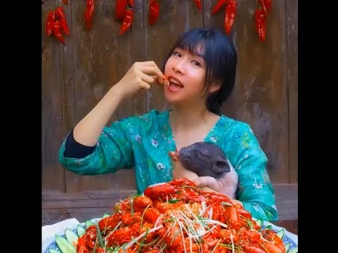 大胃王(全村第一吃貨)消滅三十斤龍蝦。King of Big Stomach Eradicates Thirty Kinds of Lobster