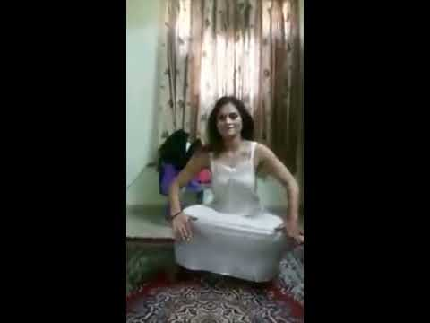 nov 2017 hot aunty dance in nighty
