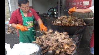 河南开封最霸气大排档,1米大锅煮500斤大骨头,炖一锅够600人吃