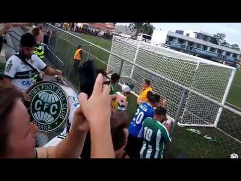 """""""Alento da CURVA 1909 no Estádio do Pinhão"""" Barra: Curva 1909 • Club: Coritiba"""