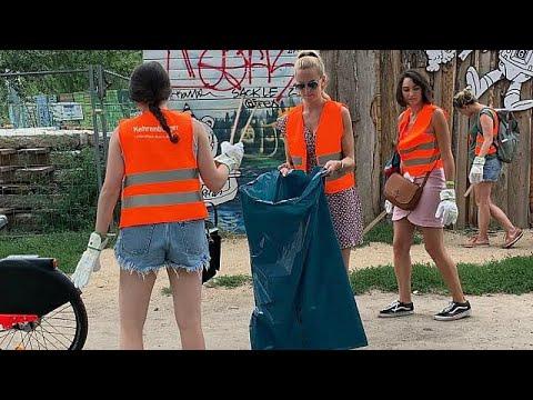 العرب اليوم - شاهد: برلين تُشركُ السيّاحَ في حملة تنظيف الحدائق والأماكن العامة