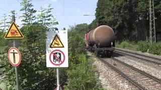 preview picture of video 'München-Riem Bahnhof mit Class66, MRCE-Lok sowie Güter- und Nahverkehr 25.07.2014'