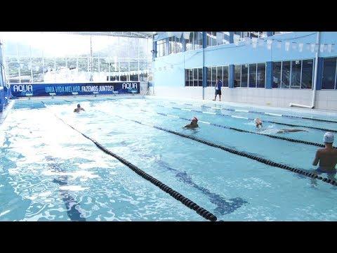 Já pensou em fazer natação? Veja os benefícios de dar umas braçadas na piscina