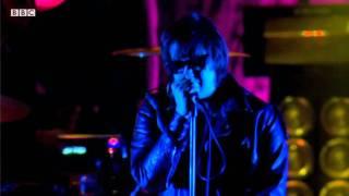 The Strokes perform 'Machu Picchu' at Reading Festival 2011 - BBC