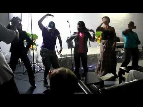 Funny stage performance of AYE ALAYE