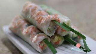 Vietnamese spring rolls with peanut butter sauce (Gỏi cuốn)