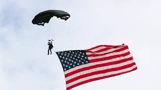 Parachuting with US Flag at Oregon Air Show 2018
