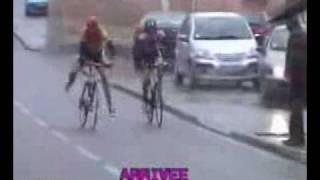 Смотреть онлайн Почему нельзя шутить за рулем велосипеда