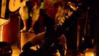 Ras Kouyon LIVE au Kenzi Bar (feat. Nitish le sitariste)