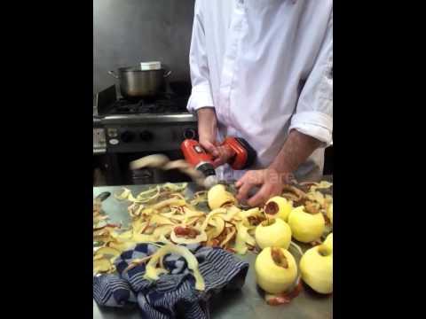 טריק מדהים לקילוף פירות וירקות