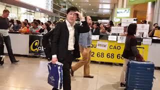 """""""Trực tiếp"""" Việt Kiều Mỹ về Sài Gòn Ăn Tết 2018 đón xe từ Tân Sơn Nhất về gia đình"""