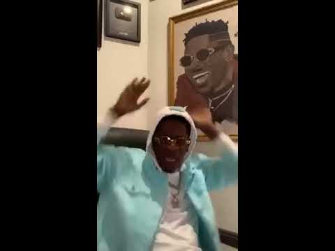 0 Shatta Wale tears VGMA board into pieces in latest video – Watch here