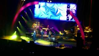 Barry Manilow Live-O2 Arena 2012-Can't Take My Eyes Off You