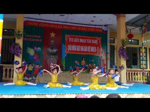 Lớp 4tC vui liên hoan văn nghệ chào mừng 20/11