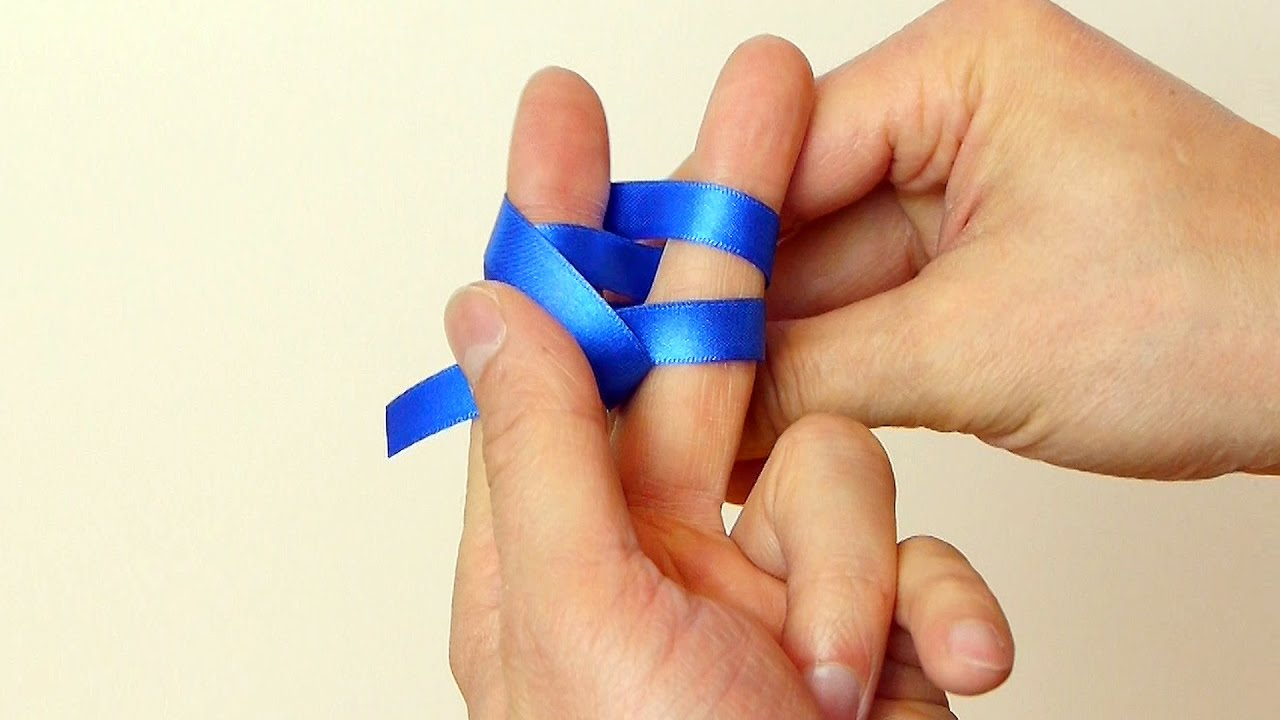 Use Your Fingers or a Fork - How to Make a Mini Bow thumbnail