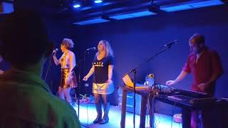 Max Tundra feat. Daphne & Celeste 'Which Song'