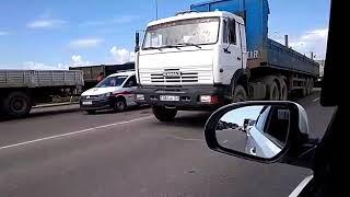 Mercedes столкнулся с КамАзом в Астане: Видео с места смертельного ДТП