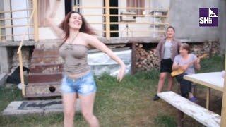 ულამაზესი ქართველი გოგოს ცეკვა სოფელში