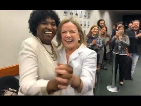 Ex-governadora Benedita da Silva e Gleisi Hoffman dançam em Brasília