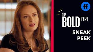 The Bold Type   Season 4 episode 16   Sneak Peek 2 : Kat & Eva Flirt Over Drinks (VO)