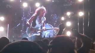 Aerosmith - Steven and Joe laugh about Joe's ex-wife (07/10/2015 Salinas, CA)