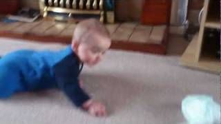 preview picture of video 'First Steps To Crawling'