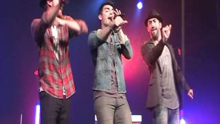 """Fast Life"" - Joe Jonas - 09/21/2011 Live HQ"
