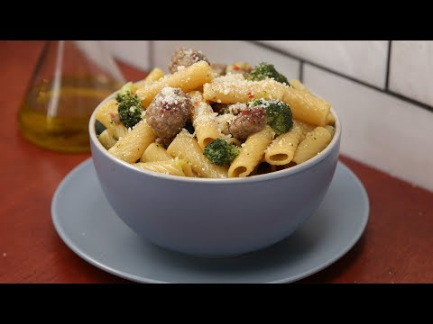 One-Pot Spicy Sausage And Broccoli Pasta • Tasty