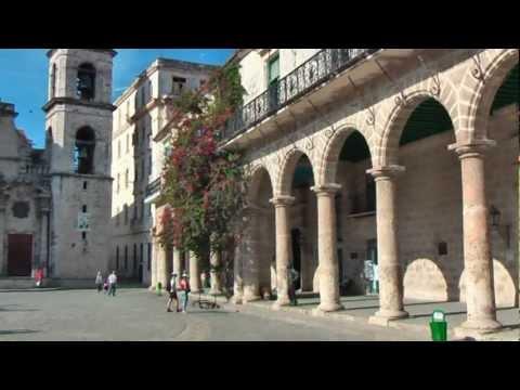 Plaza de la Catedral Havana Cuba and Catedral de San Christobal Plein met de Cathedraal