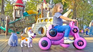 Настя и Макс ищут Хлою в парке аттракционов и на детской площадке - ВЛОГ