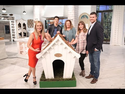 Dog House Surprise For Kellie! - Pickler & Ben