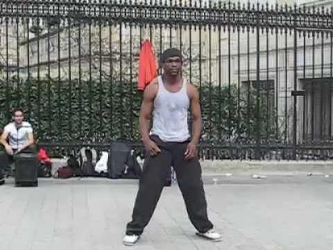 רקדן רחוב פנומנלי ברחובות פריז