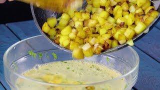 Добавляем жареный картофель к сырым яйцам. Посмотрите, что придумали повара!
