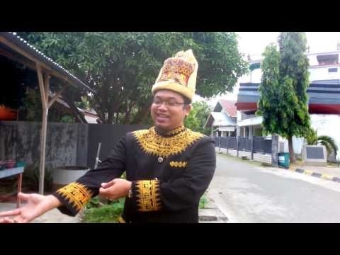 TRAVELERS MALAYSIA TOUR GUIDE TO BE LEARNED IN ACEH,, REALLY FUNNY ..