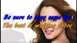 Keep on smiling - Tom Jones - with lyrics