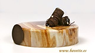 Glaseado espejo con dos chocolates, efecto marmolado