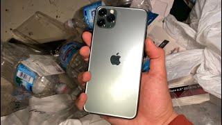 WORKING iPHONE 11 PRO MAX, FOUND DUMPSTER DIVING APPLE STORE!!