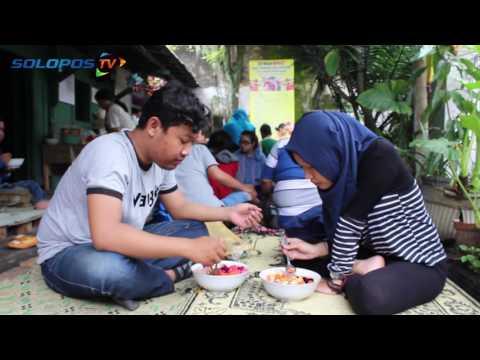 Video KULINER SOLO : Es Buah Jumbo di Solo Bikin Pelanggan Klenger