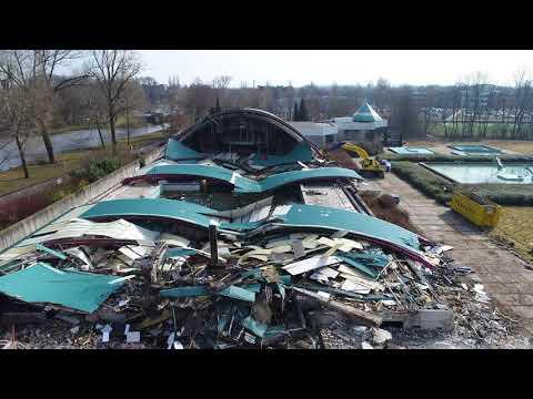 Het dak van het oude zwembad De Steur is gesloopt (filmbeelden)