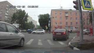 Смотреть онлайн Череда аварий в Ярославле 01.07.2014