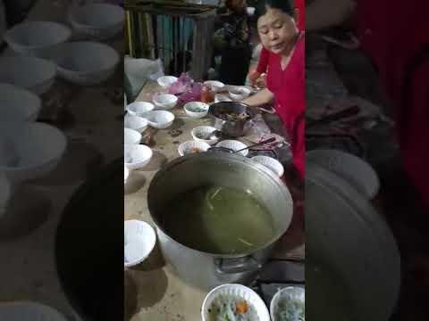 Tăng ca sản xuất mũ bảo hiểm xuất khẩu sang Trung Quốc