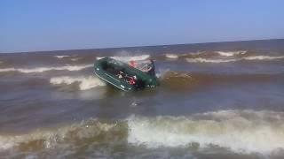Лодок в шторм 360