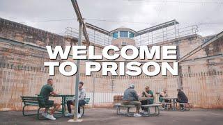 Musik-Video-Miniaturansicht zu Welcome To Prison Songtext von OneFour