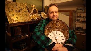 Człowiek, którego fascynują antyczne zegary