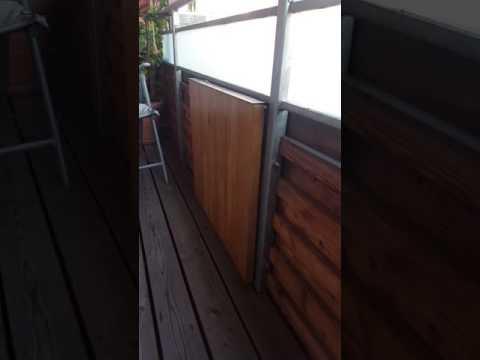 Klapptisch am Balkon