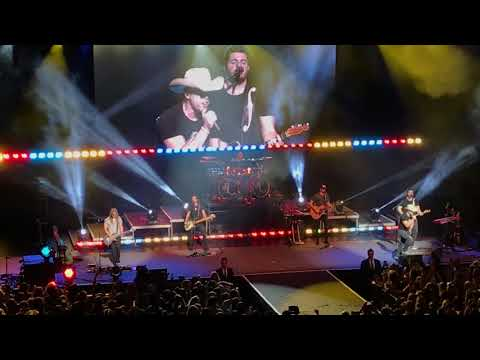 Dustin Lynch - Small Town Boy (Vegas - The Chelsea - 12/09/17)) mp3