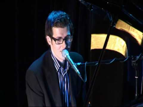 London based Singer / Pianist Scott Bramley