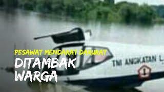 Proses Evakuasi Pesawat Latihan Milik TNI AU yang Mendarat Darurat di Tambak Warga